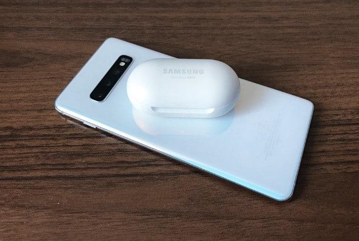 charging Samsung Galaxy Buds