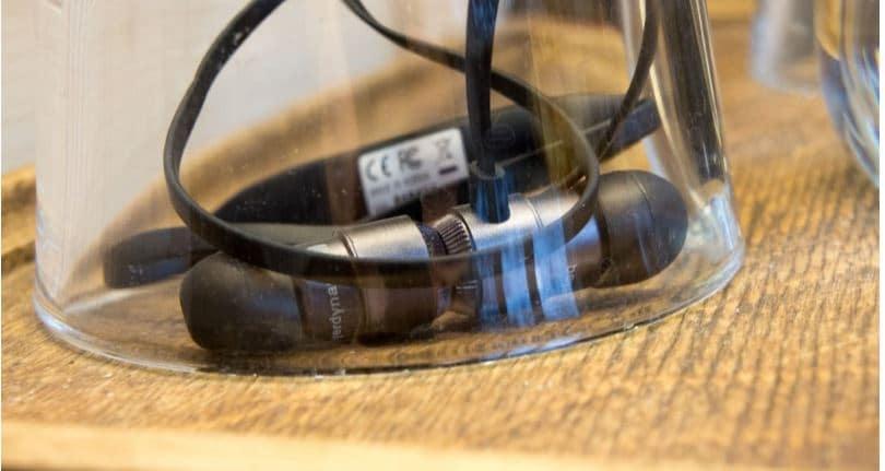 Beyerdynamic Byron BT Wireless Earbuds wireless connection