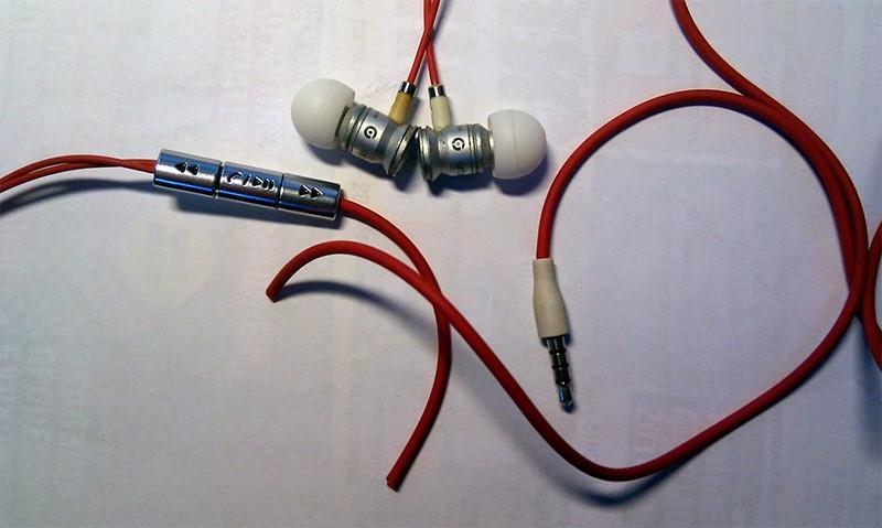 The main causes of headphone breakage: what and where to repair